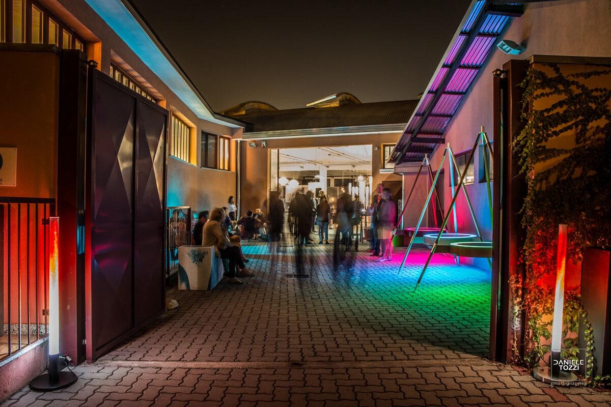 Esposizione mobili da esterno, giardino di design a Milano